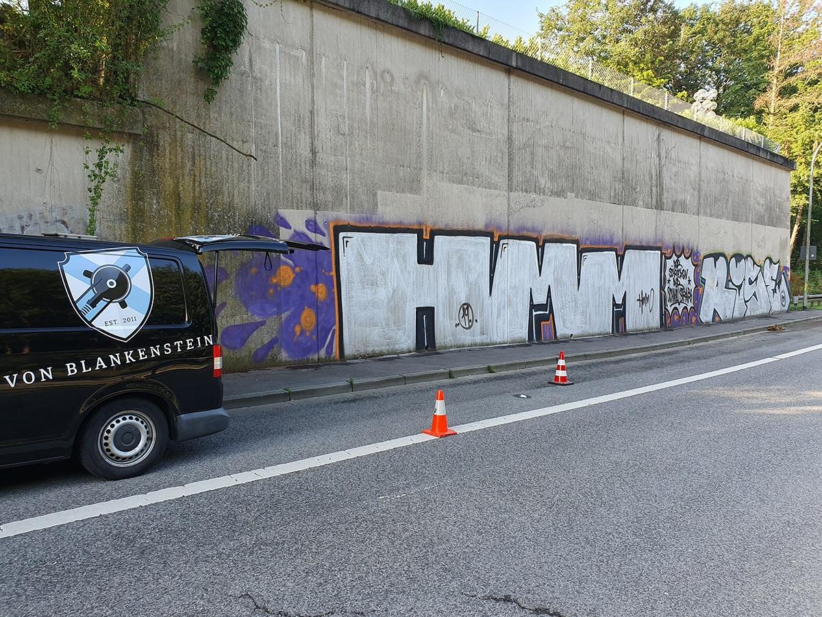 Graffiti vor der Entfernung