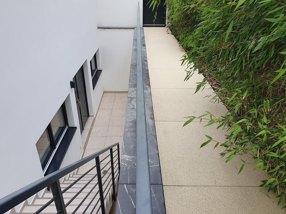 Gereinigte Treppe und Gehplatten