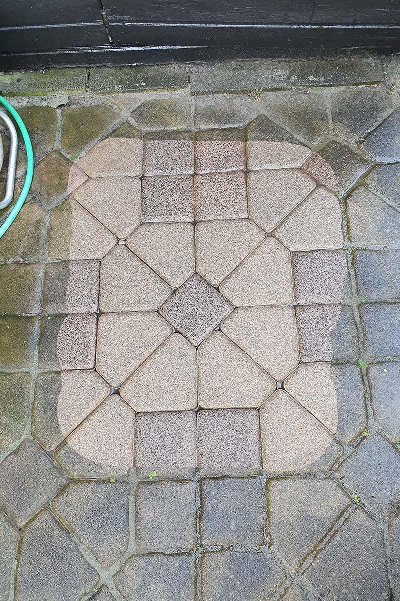 Probefläche auf Pflastersteinen
